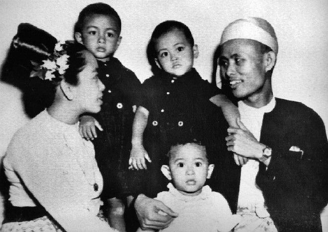 Οικογενειακή φωτογραφία της Σου Τσι (στο κέντρο), όταν ήταν 2 χρόνων.
