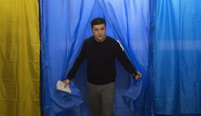 Ο κωμικός Βολοντιμίρ Ζελένσκι κατά τη διάρκεια των εκλογών στην Ουκρανία