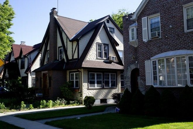 QUEENS, NY - JUNE 4: Donald Trump's early childhood home is lies unoccupied in the well kept neighborhood of Jamaica Estates on June 4, 2017 in Queens, New York. A foreign investor has purchased the home and there has been speculation that it will become a historical site. (Photo by Andrew Lichtenstein/Corbis via Getty Images)