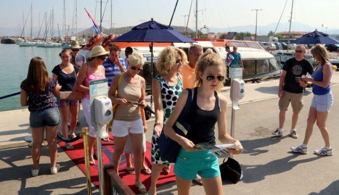 ΝΑΥΠΛΙΟ-Δύο κρουαζιερόπλοια κατέπλευσαν χθές Σάββατο 26 Ιουλίου 2014 στο λιμάνι του Ναυπλίου. Οι τουρίστες γνώρισαν τις ομορφιές και την ιστορία της περιοχής δίνοντας παράλληλα και μια οικονομική ανάσα στους επαγγελματίες της πόλης. (eurokinissi-Βασίλης Παπαδοπουλος)