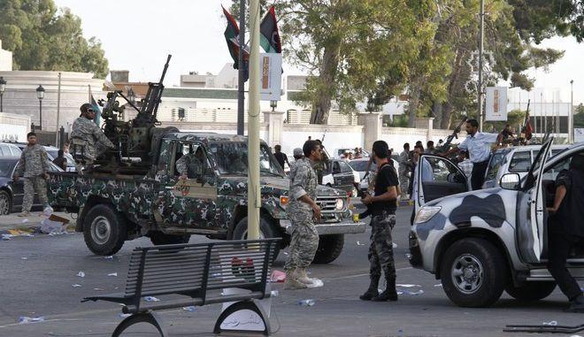 Στρατεύματα στη Λιβύη