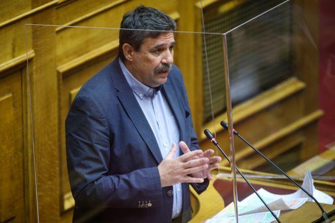 Αποδομεί την επιχειρηματολογία του Μητσοτάκη περί εξόδου από την πανδημία ο ΣΥΡΙΖΑ