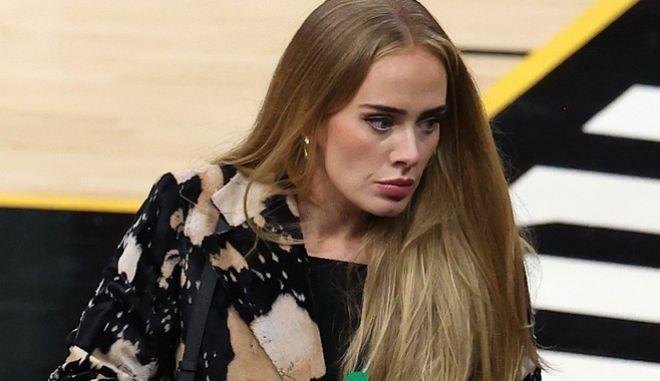 Η Adele επιστρέφει έξι χρόνια μετά την τελευταία της δισκογραφική δουλειά, με άλμπουμ που αφορά το διαζύγιο της και τις εξηγήσεις που ζήτησε ο γιος της.