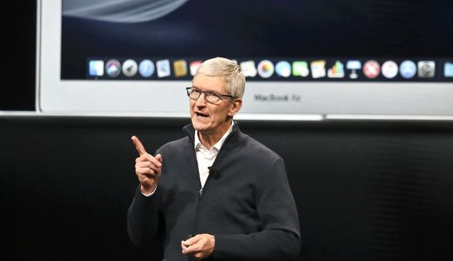 O διευθύνων σύμβουλος της Apple Τιμ Κουκ κατά τη διάρκεια παρουσίασης νέων προϊόντων στη Νέα Υόρκη
