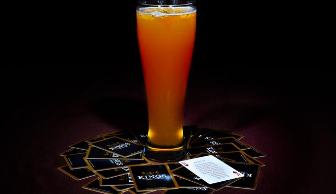 Δαχτυλίδι της Φωτιάς: Τι είναι και πώς παίζεται το επικίνδυνο παιχνίδι με αλκοόλ και χαρτιά