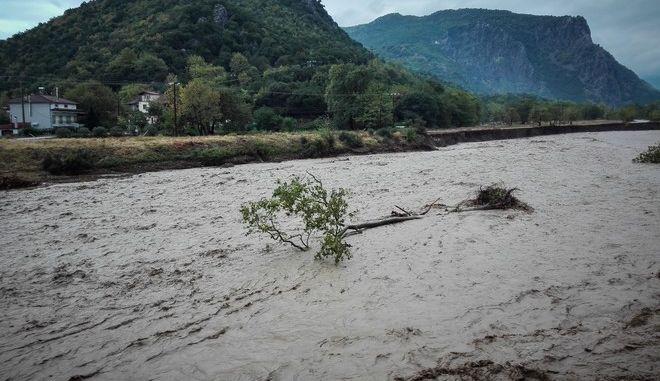 Υπερχείλισε ο Πάμισος ποταμός, στην περιοχή Μουζάκι της Καρδίτσας, που έπληξε ο μεσογειακός κυκλώνας Ιανός, Σάβατο 19 Σεπτεμβρίου 2020.