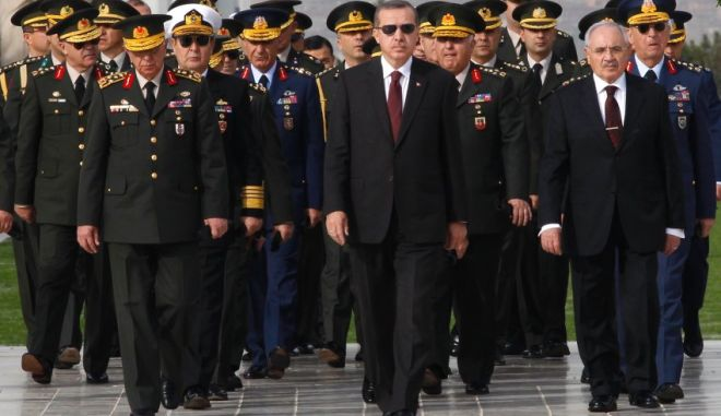 Turkey's Prime Minister Tayyip Erdogan (C) attends a wreath-laying ceremony with members of the High Military Council at the mausoleum of Mustafa Kemal Ataturk, the founder of modern Turkey, in Ankara November 30, 2010. REUTERS/Umit Bektas (TURKEY - Tags: POLITICS MILITARY)
