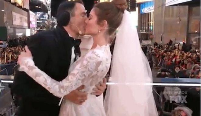 Η Μαρία Μενούνος παντρεύτηκε σε ζωντανή μετάδοση απ' την Times Square