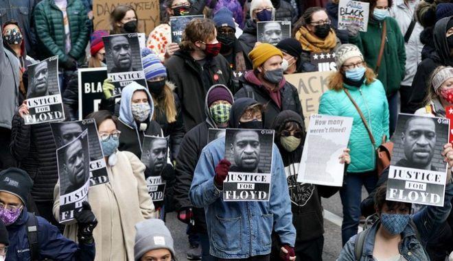 Δικαιοσύνη για τον Τζορτζ Φλόιντ ζητούν διαδηλωτές