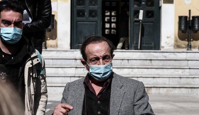 Ο πρόεδρος του Σωματείου των Ηθοποιών Σπύρος Μπιμπίλας μετά την κατάθεσή του στον Εισαγγελέα για την υπόθεση Δ. Λιγνάδη