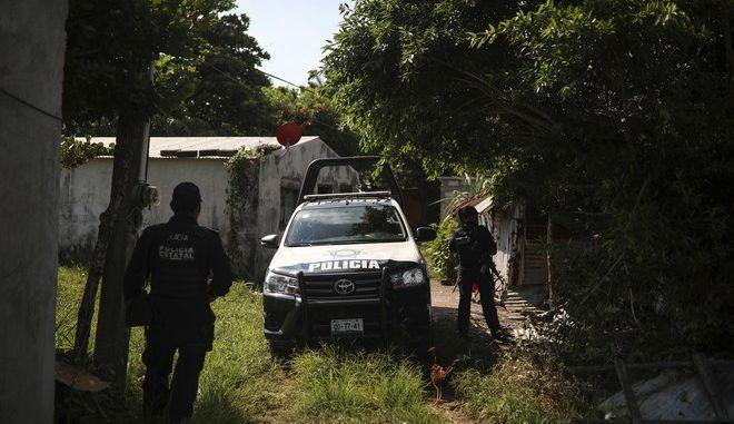 Ζευγάρι στο Μεξικό πιάστηκε να κυκλοφορεί με παιδικό καρότσι γεμάτο ανθρώπινα μέλη