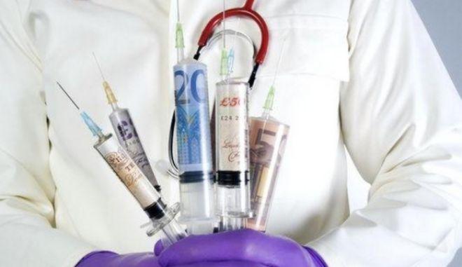 """Συνελήφθη """"μαϊμού"""" ιατρός που ζητούσε 9.000 ευρώ για να θεραπεύσει τον καρκίνο"""
