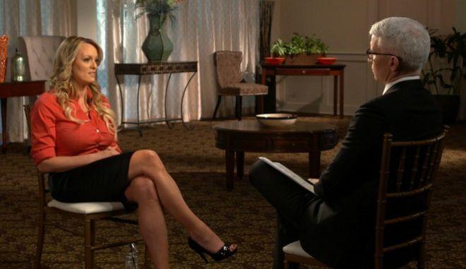 """Η πορνοστάρ Στόρμι  Ντάνιελς μιλά στην """"60 Minutes."""" (CBS News/60 Minutes via AP)"""