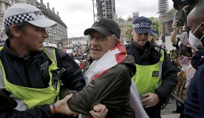 Συλλήψεις στη Μεγάλη Βρετανία