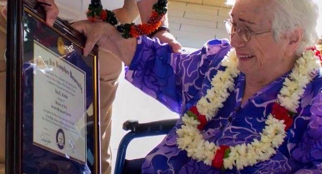 H 94χρονη που αποφοίτησε από το κολέγιο με άριστα