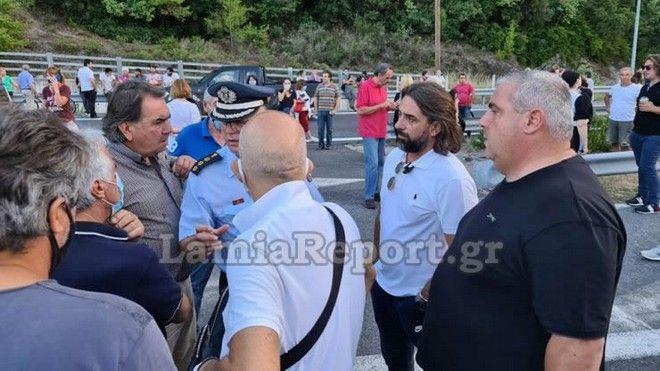 Καμένα Βούρλα: Έκλεισε η Αθηνών - Λαμίας λόγω διαμαρτυρίας για τους μετανάστες