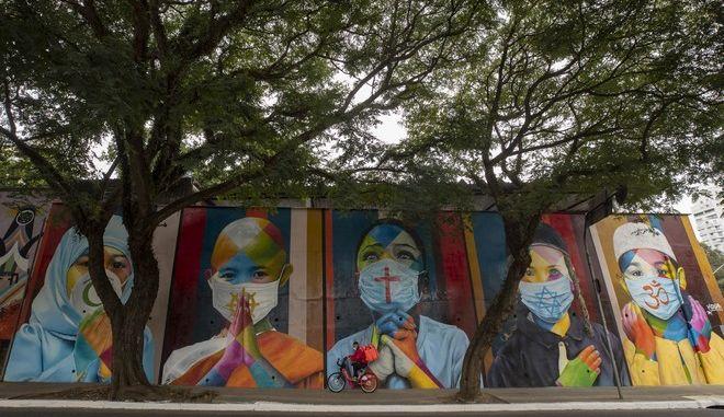 Γκραφίτι για τον κορονοϊό στο Σάο Πάουλο της Βραζιλίας