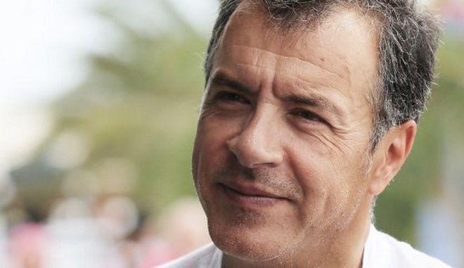 Θεοδωράκης: Οι υπουργοί του κ. Τσίπρα αναζητούν νέο Καλογρίτσα