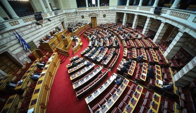 Στιγμιότυπο από συνεδρίαση στη Βουλή