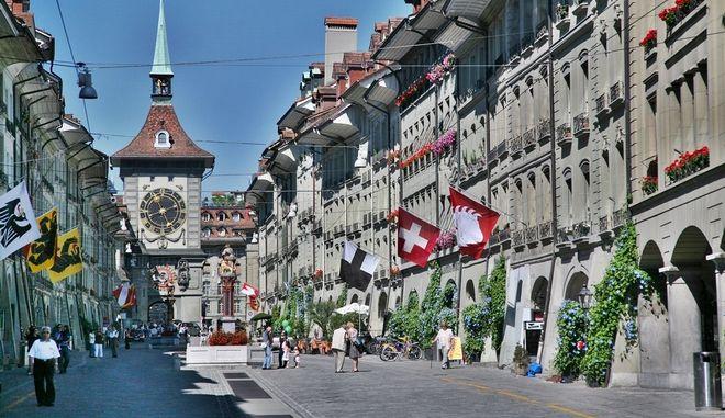 Η Ελβετία στις κάλπες: Δημοψήφισμα για το μεταναστευτικό. Ερωτηματικό η ρήξη με Βρυξέλλες