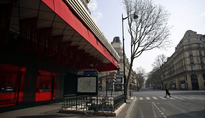 Άδειοι δρόμοι στη Γαλλία
