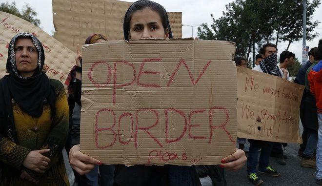 Πορεία διαμαρτυρίας από μετανάστες και πρόσφυγες
