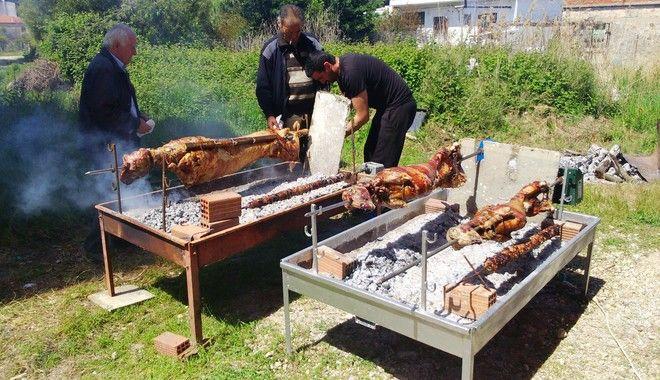 To Πάσχα των Ελλήνων και τα έθιμα που αντέχουν