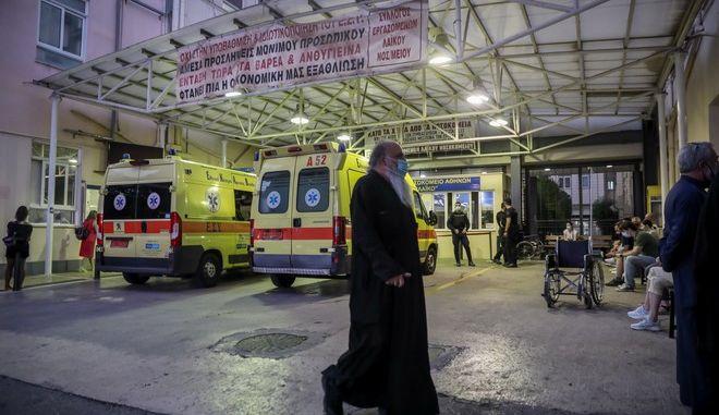 Εικόνα από το Λαϊκό νοσοκομείο όπου διακομίστηκαν οι τραυματίες από τη Μονή Πετράκη