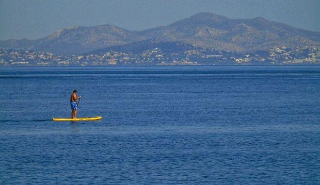 Στιγμιότυπο από παραλία της Αττικής