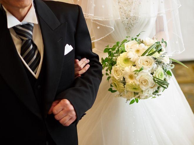 Γιατί πολλές γυναίκες, ακόμα και φεμινίστριες, εξακολουθούν να αλλάζουν το επώνυμό τους μετά το γάμο;