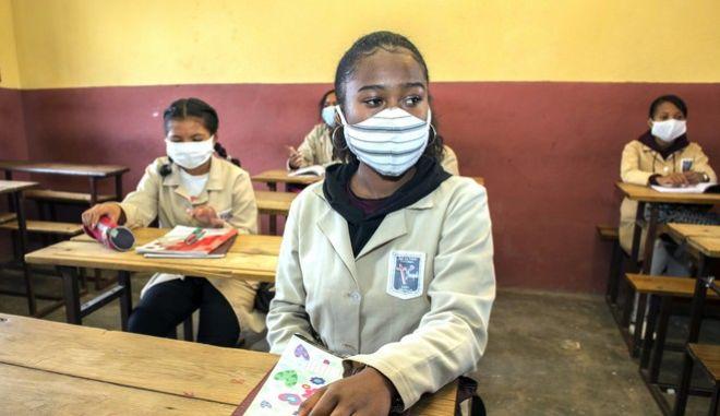 Κορονοϊός στη Μαδαγασκάρη: Μαθητές με μάσκα