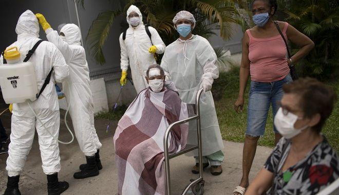 Ασθενείς κορονοϊού στη Βραζιλία (AP Photo/Silvia Izquierdo)
