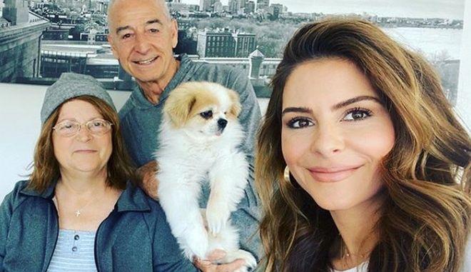 Η Μαρία Μενούνος με τους γονείς της