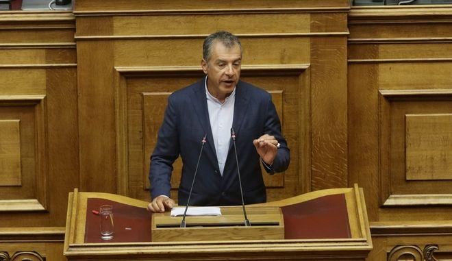 Να φέρουμε κοντά μας την ΠΓΔΜ για να ανακόψουμε την Τουρκία δήλωσε ο Θεοδωράκης