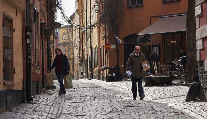 Άδειοι δρόμοι στη Σουηδία