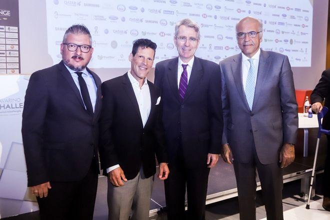 Από αριστέρα: Διευθύνων Σύμβουλος Active Media Group, κ. Άκης Τσόλης, Yπερμαραθωνοδρόμος, Κωνσταντίνος Καρνάζης, Πρέσβης των ΗΠΑ στην Ελλάδα κ. Τζέφρυ Πάιατ, Διευθύνων Σύμβουλος ΤΕΜΕΣ, κ. Στέφανος Θεοδωρίδης