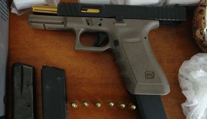 Δυτική Αττική: Έφοδοι και συλλήψεις για ναρκωτικά ακόμη και άσκοπους πυροβολισμούς
