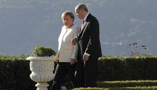 Μέρκελ και Ερντογάν στην Κωνσταντινούπολη