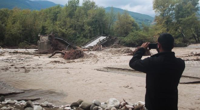 Στιγμιότυπα από την περιοχή Μουζάκι στην Καρδίτσα,όπου υπερχείλισε ο Πάμισος ποταμός