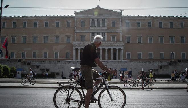 Ποδήλατα έξω από τη Βουλή
