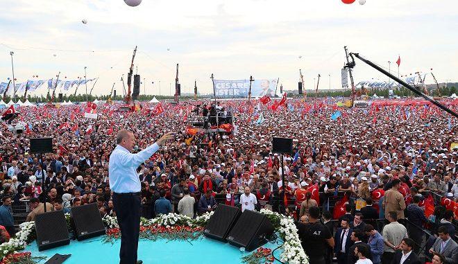 Ο Τούρκος Πρόεδρος Ρετζέπ Ταγίπ Ερντογάν σε προεκλογική συγκέντρωση στις 17 Ιουνίου 2018.