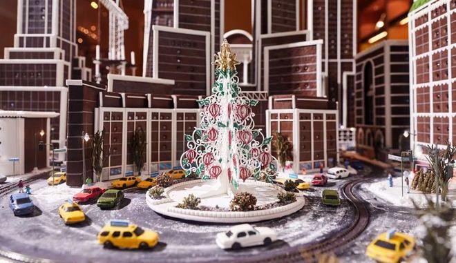 Ο χριστουγεννιάτικος ορίζοντας της Νέας Υόρκης φτιαγμένος από... μπισκότο