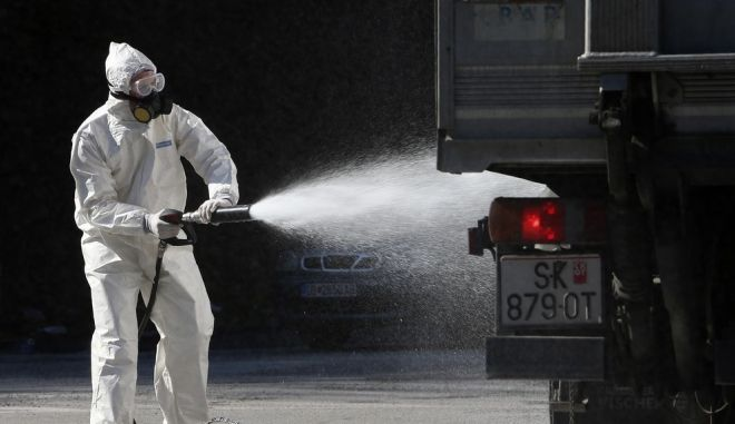 Απολύμανση οχήματος στην πόλη Δίβρη της Βόρειας Μακεδονίας