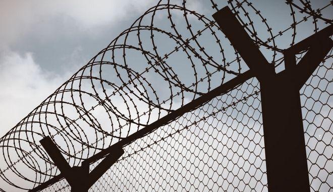 Φράχτης σε στρατόπεδο συγκέντρωσης.