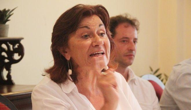 ΝΑΥΠΛΙΟ-Συνέντευξη τύπου και παρουσίαση του ψηφοδελτίου του ΣΥΡΙΖΑ Αργολίδας από την πρώην υπουργό Κοινωνικής Αλληλεγγύης, Θεανώ Φωτίου, πραγματοποιήθηκε σήμερα 7 Σεπτεμβρίου 2015 σε ξενοδοχείο στο Ναύπλιο. Το ψηφοδέλτιο του ΣΥΡΙΖΑ Αργολίδας: Γιάννης Γκιόλας δικηγόρος, Γιώργος Αντωνόπουλος Οδοντίατρος, Θεόδωρος Σεραφείμ καρδιολόγος, Αγγελίνα Χατζοπούλου ιδιωτική υπάλληλος, Γιώργος Μποζιονέλος παιδίατρος. Η κ Φωτίου τόνισε πως σκοπός του ΣΥΡΙΖΑ είναι η ενίσχυση του προγράμματος κοινωνικής αλληλεγγύης, η συνεργασία με τις υπάρχουσες δομές αλληλεγγύης και η κάλυψη μεγαλύτερων, όσο το δυνατόν, αναγκών των ανθρώπων αυτών που η έλλειψη του κοινωνικού κράτους και η κρίση έβαλαν στο περιθώριο. Η πρώην υπουργός το απόγευμα θα συναντηθεί στο εργατικό κέντρο με δημόσιους και αυτοδιαχειριζόμενους φορείς αλληλεγγύης του Νομού και στις 8,00 το βράδυ θα μιλήσει σε ανοικτή εκδήλωση με θέμα «Η Αλληλεγγύη και η Αριστερά» στο Θεατράκι του ΟΣΕ, Ναύπλιο.(EUROKINISSI-ΠΑΠΑΔΟΠΟΥΛΟΣ ΒΑΣΙΛΗΣ)