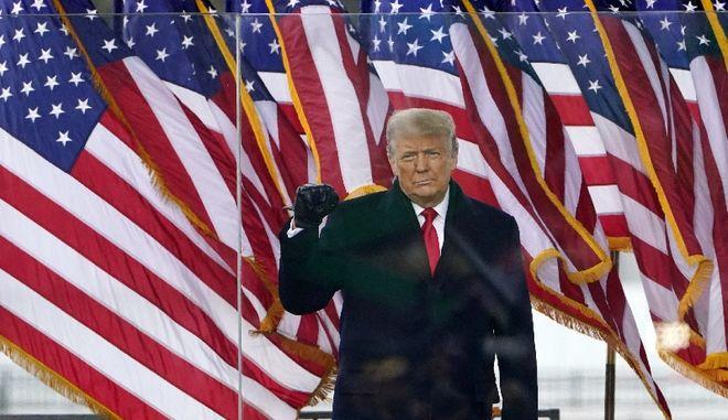 ΗΠΑ: Υπουργοί συζητούν την εσπευσμένη απομάκρυνση του Τραμπ από την εξουσία