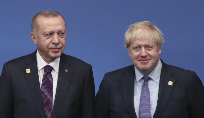 Ο Τούρκος πρόεδρος Ρετζέπ Ταγίπ Ερντογάν με τον Βρετανό πρωθυπουργό Μπόρις Τζόνσον.