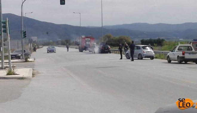 Θεσσαλονίκη: Αυτοκίνητο πήρε φωτιά στην Εγνατία