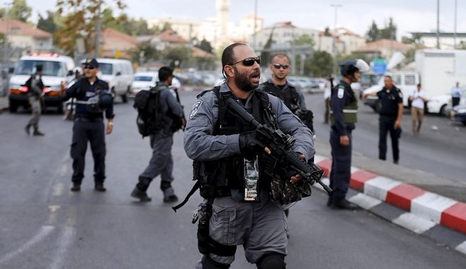 Israeli policemen secure the area where a Palestinian stabbed two Israeli Jews before he was shot dead outside Jerusalem's Old City October 10, 2015. Israeli forces shot dead two Palestinian assailants in East Jerusalem on Saturday, one of whom had stabbed two Israelis, police said, in a wave of violence that has raised concerns about a new Palestinian uprising. Police said two ultra-Orthodox Jewish men were wounded in the attack near Jerusalem's walled Old City. Earlier, paramilitary police shot dead a militant who had opened fire at them during late-night clashes at the Palestinian refugee camp Shuafat, police said.  REUTERS/Ammar Awad - RTS3U7Q