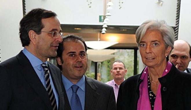 Ο πρόεδρος της Νέας Δημοκρατίας, Αντώνης Σαμαράς, αριστερά, η Υπουργός Οικονομικών της Γαλλίας, Κριστίν Λαγκάρντ, κέντρο και ο Επίτροπος της ΕΕ, αρμόδιος για την εσωτερική αγορά, Μισέλ Μπαρνιέ, δεξιά, συνομιλούν στη συνάντηση των υπουργών Οικονομικών κυβερνήσεων που ανήκουν στο Ευρωπαϊκό Λαϊκό Κόμμα στις Βρυξέλλες, Τρίτη 16 Μαρτίου 2010. (EUROKINISSI //  ΓΟΥΛΙΕΛΜΟΣ ΑΝΤΩΝΙΟΥ)